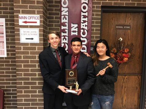 Seniors Strauss, Kandiel & Yoo earn debate awards
