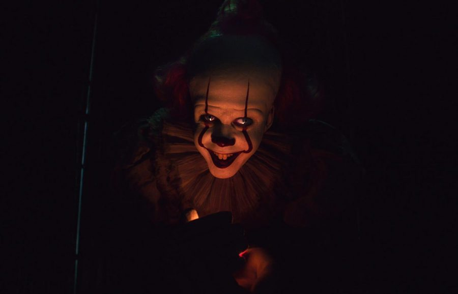 Bill+Skarsg%C3%A5rd+portrays+Pennywise%2C+the+dancing+clown%2C+in+the+IT+franchise.